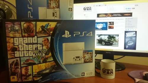 Розыгрыш Sony PlayStation 4 + GTA 5
