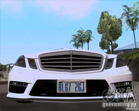 Mercedes-Benz E63 AMG V12 TT Black Revel для GTA San Andreas вид сзади слева