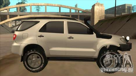 Toyota Fortunner 2012 Semi Off Road для GTA San Andreas вид сзади слева