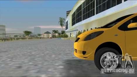 Toyota Yaris для GTA Vice City вид сзади слева