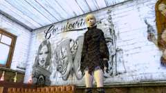 Девушка блондинка в черной одежде