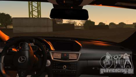 Mercedes-Benz E63 AMG 2014 для GTA San Andreas вид сзади слева