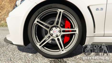 Mercedes-Benz C63 AMG 2012 для GTA 5 вид сзади справа