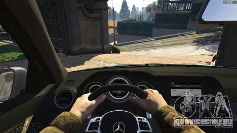 Mercedes-Benz C63 AMG v2 для GTA 5 вид сзади справа