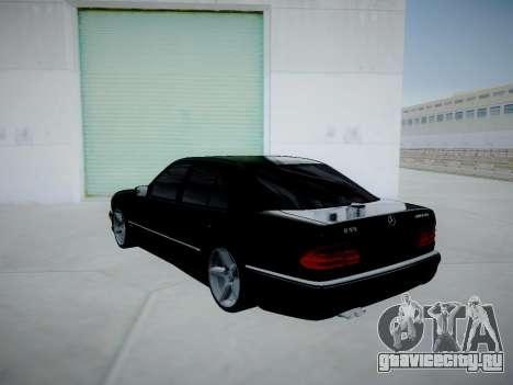 Mercedes-Benz E55 W210 для GTA San Andreas вид сзади слева